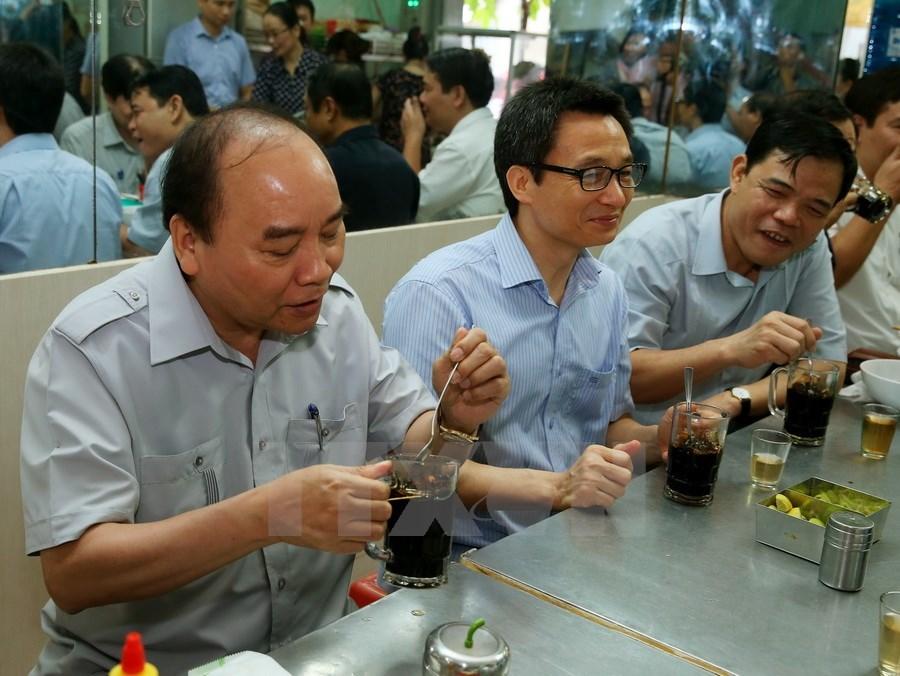 Image result for Thủ tướng uống cà phê đá