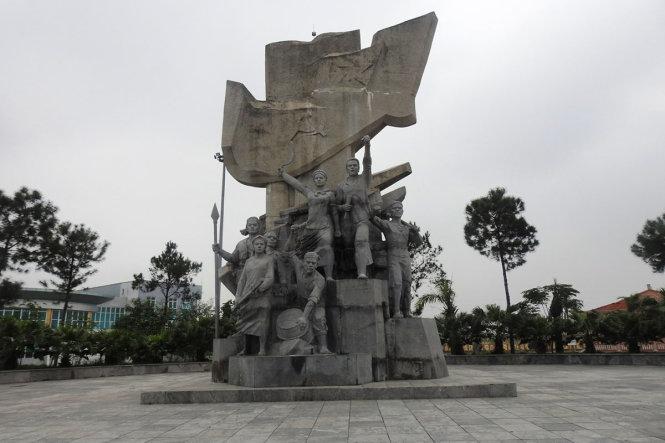 xây dựng tượng đài,tượng đài nghìn tỷ
