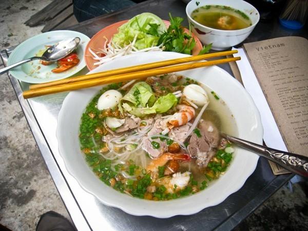 món ăn Việt, chuối nếp nướng, bún chả, hủ tiếu, bún bò Huế, cà phê trứng