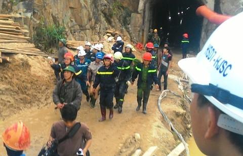 giải cứu, sập hầm, 12 người, bất ngờ, thành công, công binh, hầm thủy điện,