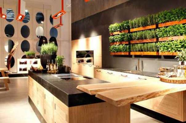 Na sacada do apartamento, na área de serviço ou até na parede da cozinha é possível ter uma pequena horta cultivada em vasilhas customizadas (Lola Home/Divulgação)