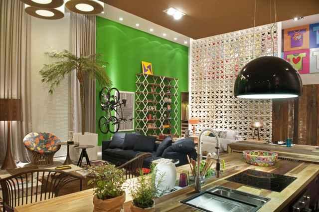 Loft se refere a apartamentos sem divisão interna, na maioria das vezes com o pé-direito duplo, com área de convivência, cozinha, quarto e banheiro (Juliana Pippi/Divulgação)