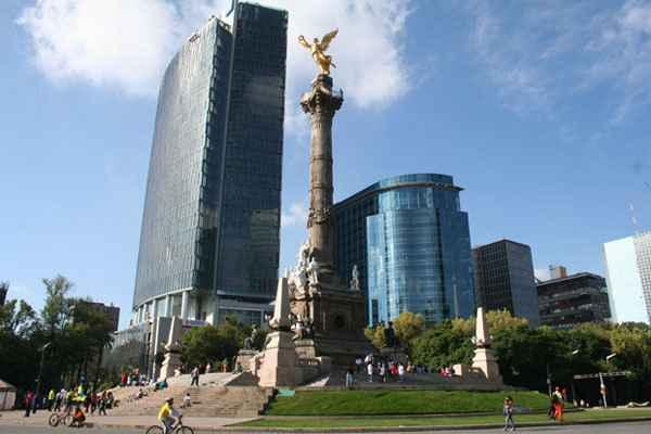 Programa imperdível no fim de semana é explorar o Passeo de la Reforma, que fica fechada aos domingos para a circulação de pedestres e ciclistas que lotam a via. Foto: Juliana Aragão/DP/D.A Press