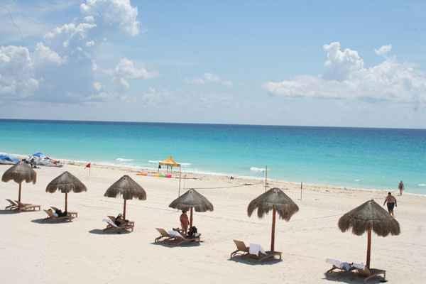 Caribe Mexicano é banhado pela água do azul mais azul que você poderá ver na vida  e não há outra forma de descrever esse tom escandaloso que embasbaca os visitantes na primeira visão do mar caribenho. Foto: Juliana Aragão/DP/D.A Press