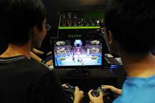 Um jovem tailandês viciado em video game morreu em frente ao seu computador após seguidas maratonas noturnas de jogo, anunciou nesta quinta-feira a polícia. Foto: Roslan Rahman/AFP Photo