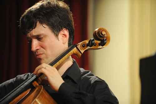Violoncelista Leonardo Altino toca com orquestra sábado. Foto: Caroline Bittencort/ Divulgação