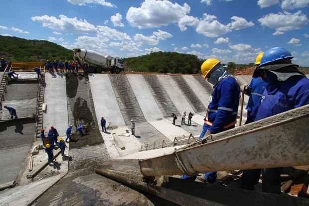 O projeto está orçado em R$ 8,2 bilhões e tem previsão funcionar completamente em dezembro de 2015. Foto: Annaclarice Almeida/DP/D.A Press