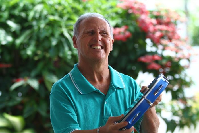 Aos 61 anos, Marcos tem música como hobby. Quando nasceu, achava-se que ele não passaria da adolescência. Foto: Peu Ricardo/Esp.DP (Foto: Peu Ricardo/Esp.DP)