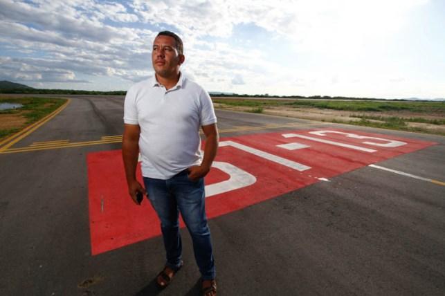 Moab voa alto, ele sonha em poder viajar para outro continente.  Foto: Rafael Martins/DP