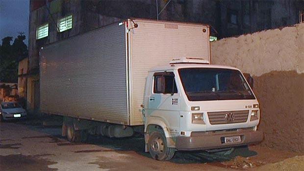 O caminhão estava carregado com eletrodomésticos  (Tv Alterosa/Reprodução)