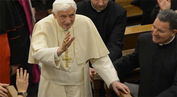 Bento XVI anunciou nesta segunda-feira que renunciará ainda em fevereiro  (AFP PHOTO / ANDREAS SOLARO )