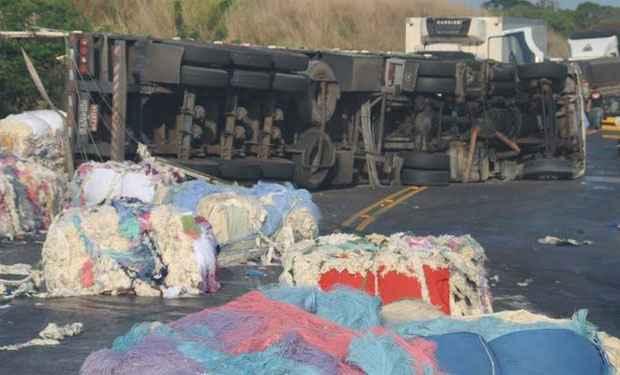 O motorista do caminhão de Montalvânia, Valmir Antunes de Souza, 57 anos morreu na hora (Farley Rocha/ Patos Hoje)
