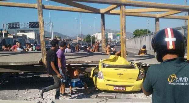 dd078366ee Acidente na Linha Amarela: Caminhão derruba passarela e mata quatro pessoas  no Rio