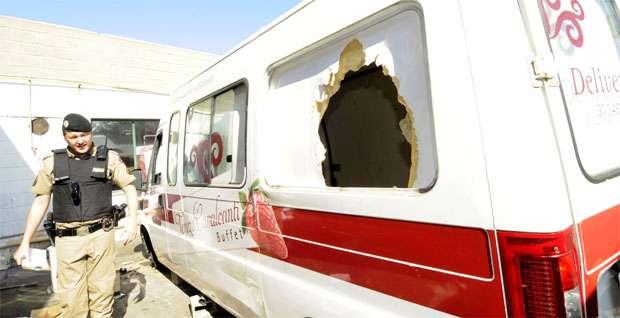 Caminhões e vans da empresa que estavam no local foram destruídos por vândalos (Jair Amaral/EM/DA Press)