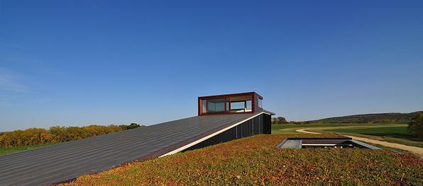 Topo House by Johnsen Schmaling Architects - Casa foi projetada para preservar a brisa do campo - Divulgação/AIA