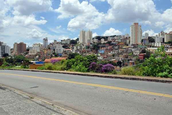 A localização com fácil acesso a outras regiões da cidade também é um diferencial (Eduardo de Almeida - RA Stúdio)