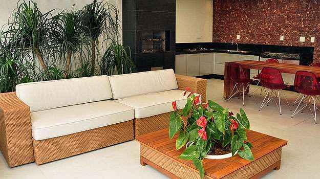 Peça pode ser o destaque da decoração, mesmo dentro da sala de jantar. Acabamento de luxo ajuda a integrá-la ao ambiente (Eduardo de Almeida/RA studio)
