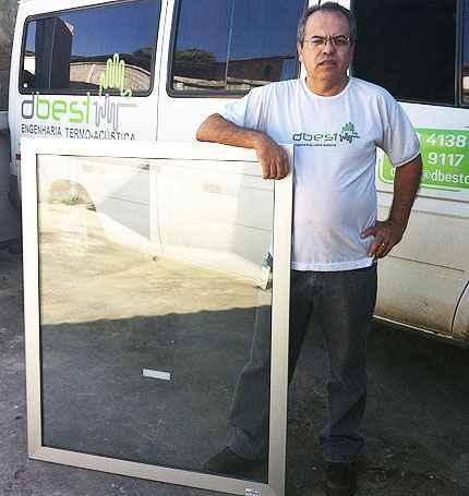 João Edson Carvalho, da dBest, diz que preços das janelas antirruído variam de R$ 1,8 mil a R$ 4 mil e das portas acústicas, entre R$ 3,5 mil e R$ 5 mil (DBest/Divulgação)
