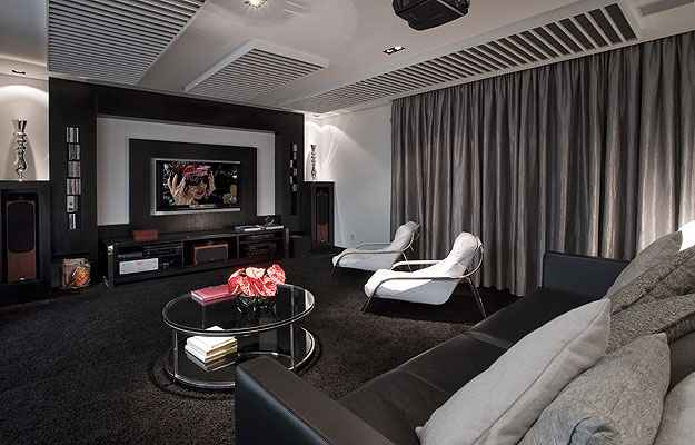 Escolher móveis confortáveis é essencial para ter boas horas de diversão com a família e com os amigos (Evaldo Rios/Divulgação)