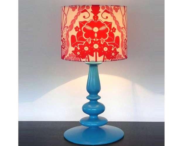 O Abajour Blue é uma peça de cerâmica pintada à mão, com estamparia de tecido exclusivo, vendido por um valor aproximado de R$ 960 (Divulgação)