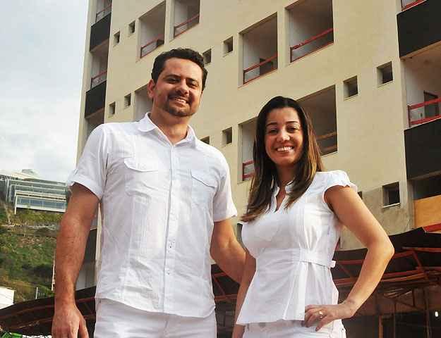 O fisioteraputa Gustavo Rocha e sua mulher, a dentista Pollyana do Carmo, moram ao lado do prédio em que vão trabalhar (Marcos Michelin/EM/D.A Press)