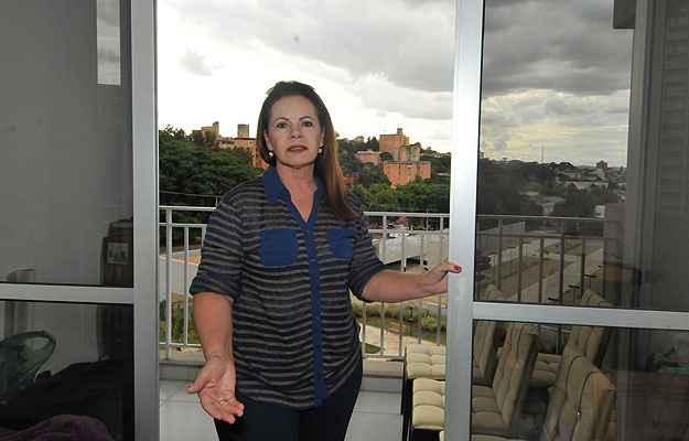 A aposentada Maria das Graças instalou películas em todas as janelas do apartamento  (Marcos Michelin/EM/D.A Press)