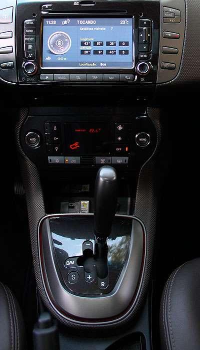 ... enquanto o automatizado mantém a embreagem, que não é acionada pelo pedal (Marlos Ney Vidal/EM/D.A Press - 04/09/12)