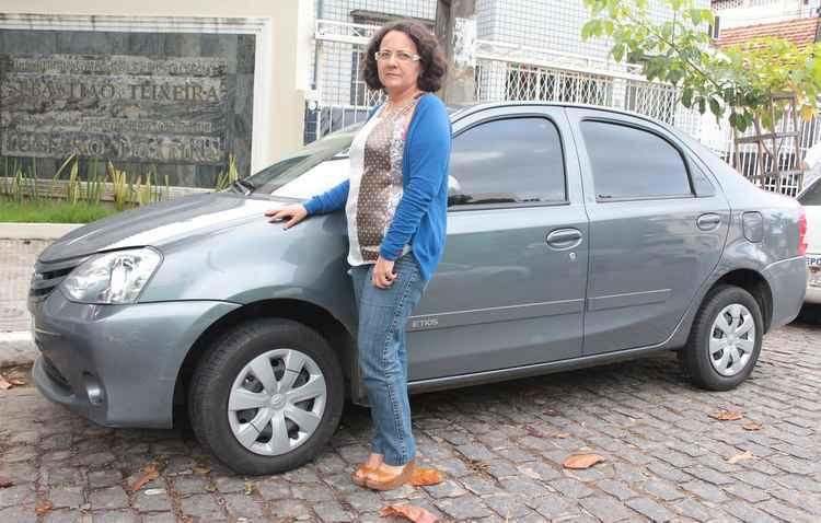 Angelina já teve que trocar pneus na estrada por causa dos buracos - Brenda Alcantara/Esp DP/D.A Pres