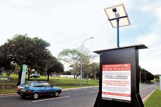 No Lago Sul, os totens contam com energia solar, que garantirá iluminação às peças publicitárias (Antonio Cunha/CB/D.A Press)