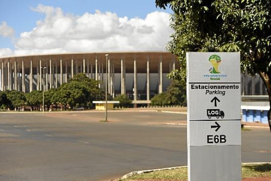O vistoso e caro Estádio Mané Garrincha ainda procura um dono privado para dar menos prejuízo ao GDF: R$ 10 milhões por ano só com manutenção (Ed Alves/CB/D.A Press)