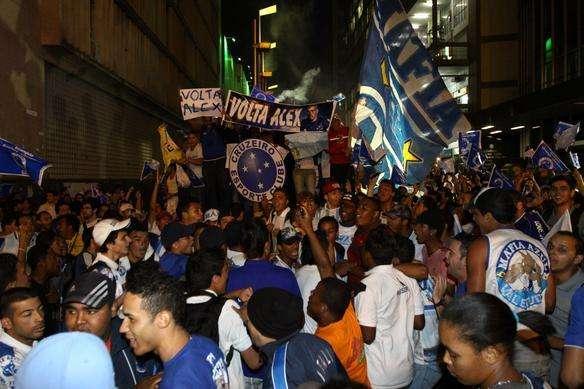 Torcida cruzeirense faz manifestação em Belo Horizonte  pedindo retorno de Alex ao clube  - Rodrigo Clemente/EM/D.A Press