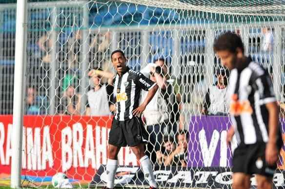 Imagens da partida entre Atlético e Sport - Alexandre Guzanshe / EM DA Press