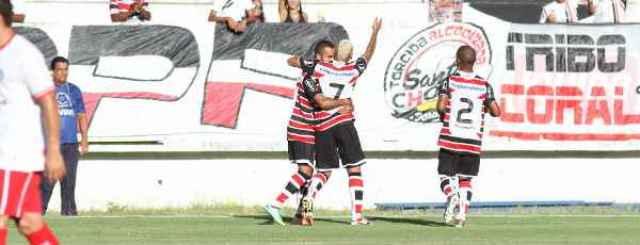 Tricolor se recuperou da derrota no clássico com uma irretocável goleada sobre o Salgueiro (Edvaldo Rodrigues/DP/D.A Press)
