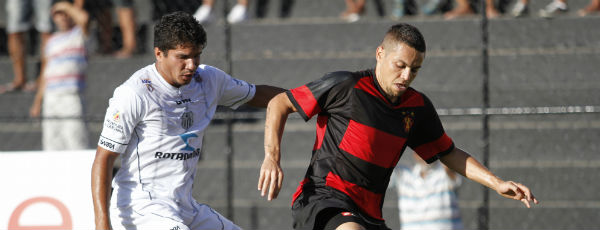 Sport enfrentou dificuldades, mas aproveitou melhor as chances criadas e venceu a partida com o Central (Ricardo Fernandes/DP/D.A. Press)