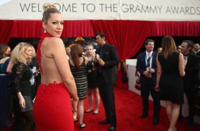 Cantora Colbie Caillat no tapete vermelho da 56ª edição do Grammy - Christopher Polk/Getty Images/AFP