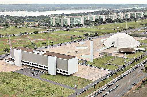Complexo formado pela Biblioteca Nacional e pelo Museu Nacional: faltam documentos que comprovem a segurança e a acessibilidade dos prédios (Marcelo Ferreira/CB/D.A Press - 11/4/11)