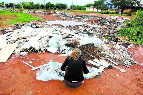 No Setor de Indústrias de Ceilândia, o lixo ocupa o lugar do progresso e do desenvolvimento: retrato da negligência ( Daniel Ferreira/CB/D.A Press)