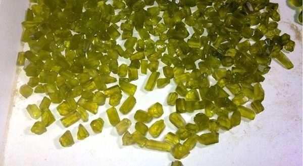Patenteado em 1997, o green gold é resultado da exposição do cristal à radioatividade gama do cobalto-60  (Eduardo Fernandes/Divulgação)