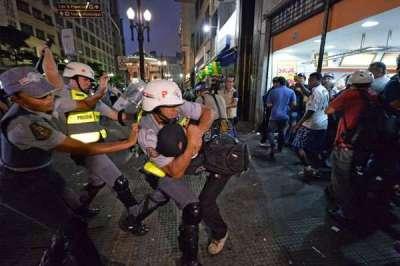 (AFP PHOTO / NELSON ALMEIDA )