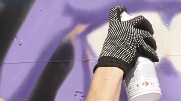 Бэнкси создал новое граффити в аэропорту Хитроу