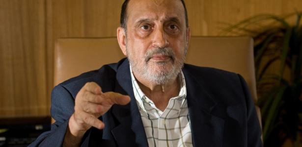 11mai2012--gilson-dipp-e-integrante-da-comissao-da-verdade-1336752834133_615x300 Brasil gasta R$ 16,4 mi ao ano com aposentadorias de juízes condenados pelo CNJ