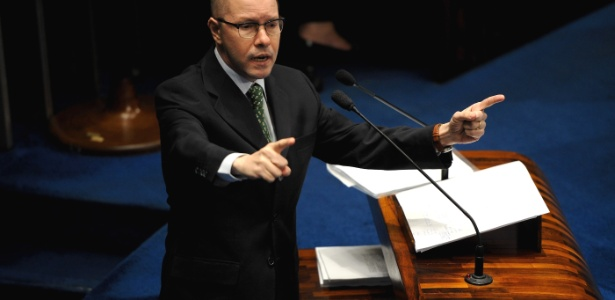 """""""Não acabem com minha vida"""", disse Demóstenes Torres ao discursar antes de ter seu mandato cassado"""
