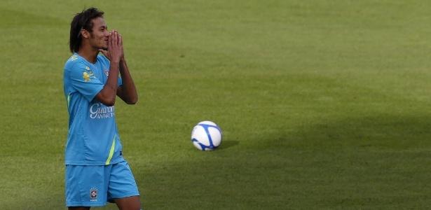 Neymar, principal jogador do Brasil, treina em Estocolmo antes do amistoso festivo