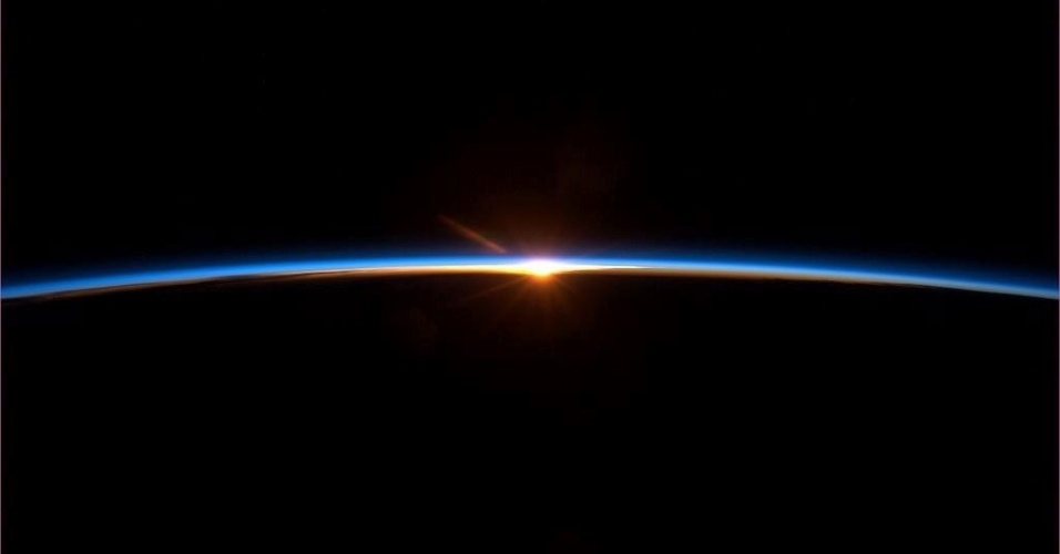 Nascer do sol visto do espaço
