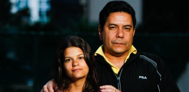 25.ago.2013 - Renato Camargo e a filha, Thais Buratto. A garota foi impedida de embarcar em voo da Qatar Airlines por piada sobre terrorismo