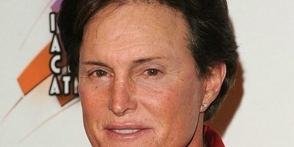"""""""Encontrou a paz interior"""", diz Kim sobre transição de sexo de Bruce Jenner"""