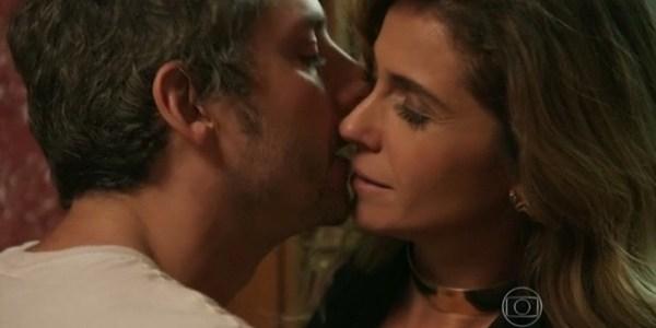 """""""Acho ótimo"""", diz Nero sobre química com Antonelli em """"A Regra do Jogo"""""""