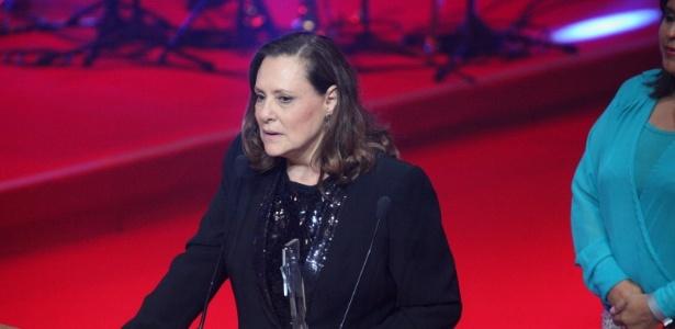 12.nov.2013 - Elizabeth Savalla ganha prêmio de melhor atriz coadjuvante