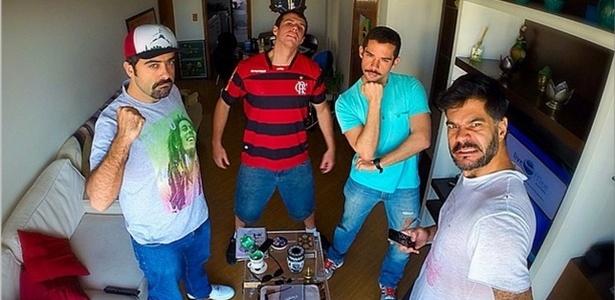 Humoristas do Hermes & Renato postam foto anunciando o retorno à TV