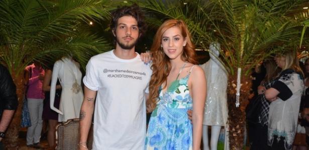 """Contratados da Globo, Chay Suede e Sophia Abrahão já trabalharam juntos em """"Rebelde"""", da Record"""